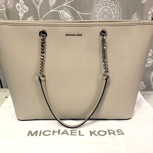 Michael Kors Jet Set Travel Chain Large Tote